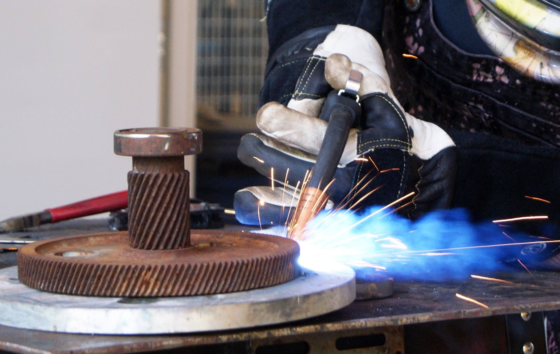 HOW TO PICK THE BEST TYPE OF WELDER FOR A BEGINNER